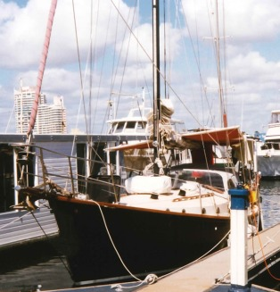 longway-berthed-at-southport