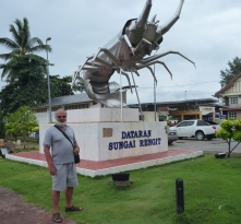 Duncan checks out Rengit's giant prawn