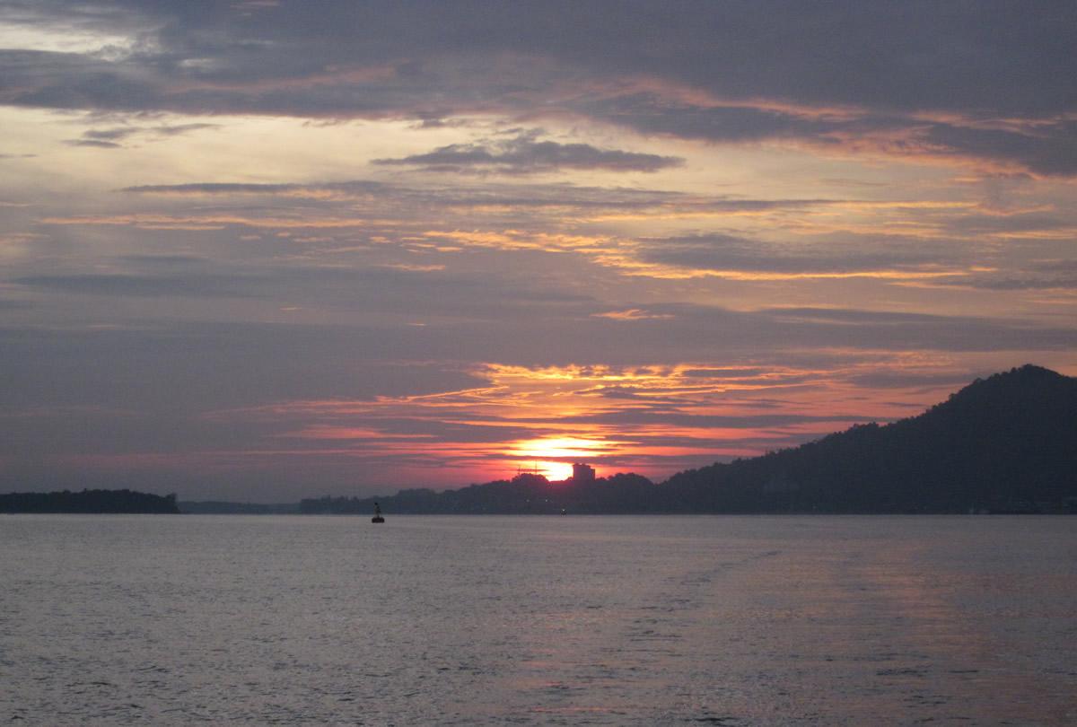 Lumut turned on the sunset show