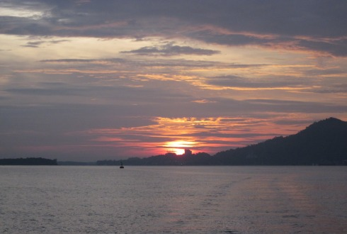 Lumut turned on the sunset show